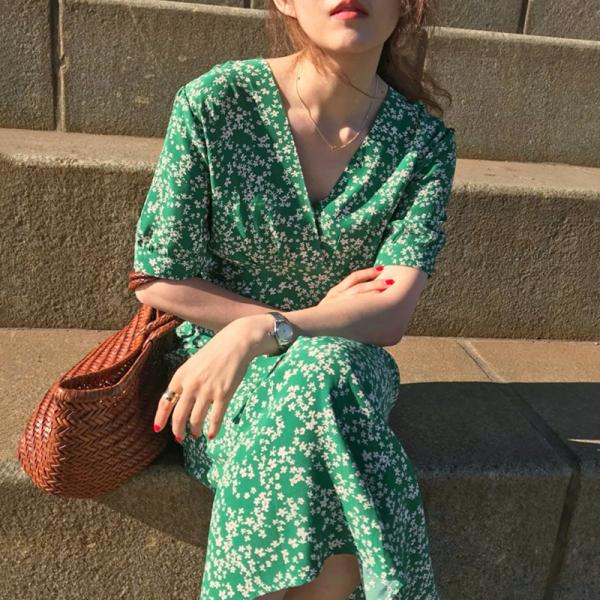 Mùa Hè 2020 Mẫu Mới Cổ Chữ V Ngắn Tay Hoa Nhỏ Đầm Nữ Phiên Bản Hàn Quốc Bó Eo Tôn Dáng Voan Váy Dài