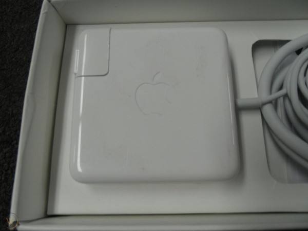 new Apple MD506LL/A 85W MagSafe 2 Power Adapter (for MacBook Pro w/ Retina display) new and open box