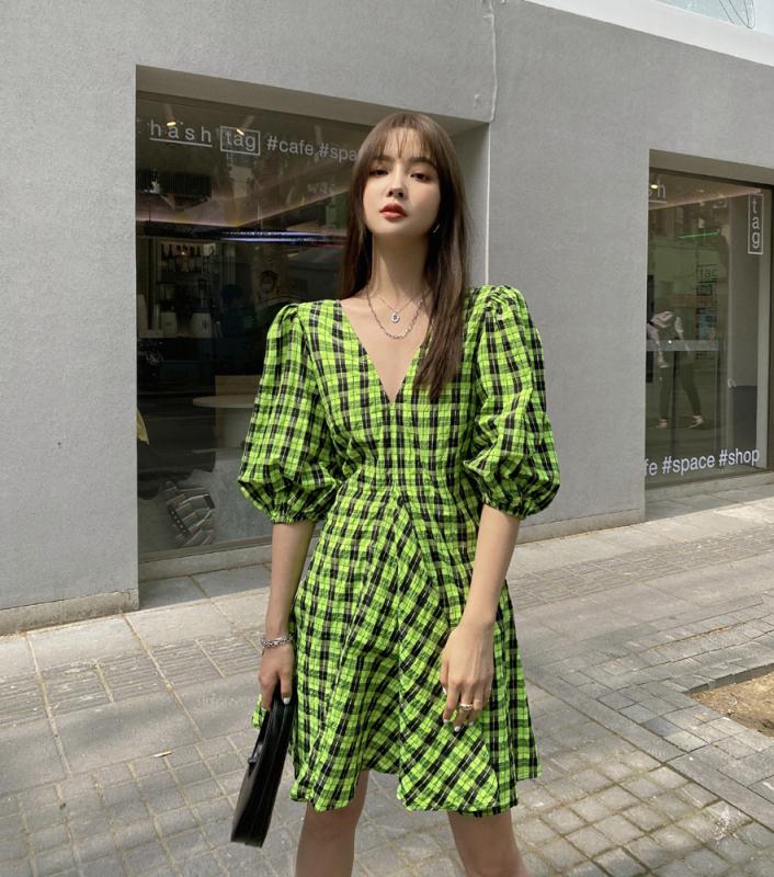 2020 Mùa Hè Chất Liệu Vải Cô-tông Xanh Sọc Caro Tay Bồng Cổ Chữ V Lớn VÁY ĐẦM Phiên Bản Hàn Quốc Váy Chữ A Trẻ Em