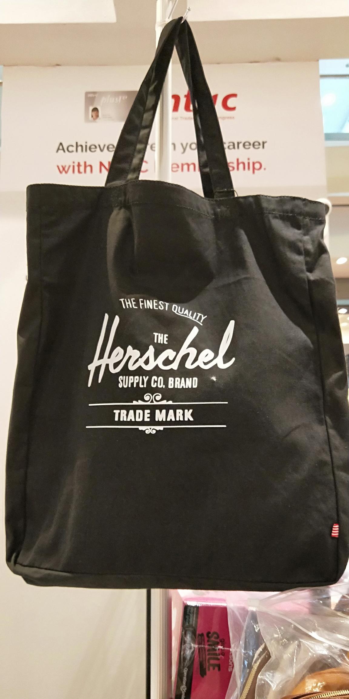 905f0d5911 herschel limited tote canvas bag(black)