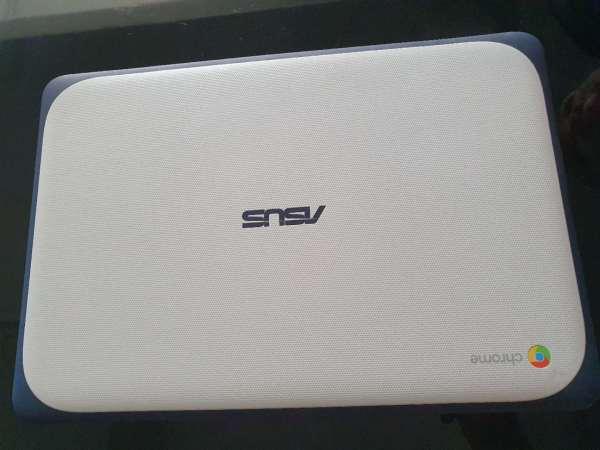 ASUS Chromebook C202XA  11.6 inch Laptop 4gb / 32gb new condition