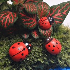 Orange Sunshine 10PCS Hanging Decorative Ladybirds Garden Wall Ornament Home Outdoor 12*15mm - intl