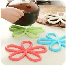 Cheapest 5 Pcs Plum Shaped Anti Slip Table Mat Heat Pad Insulated Hot Pot Mat Kitchen Placemats Insulation Mats