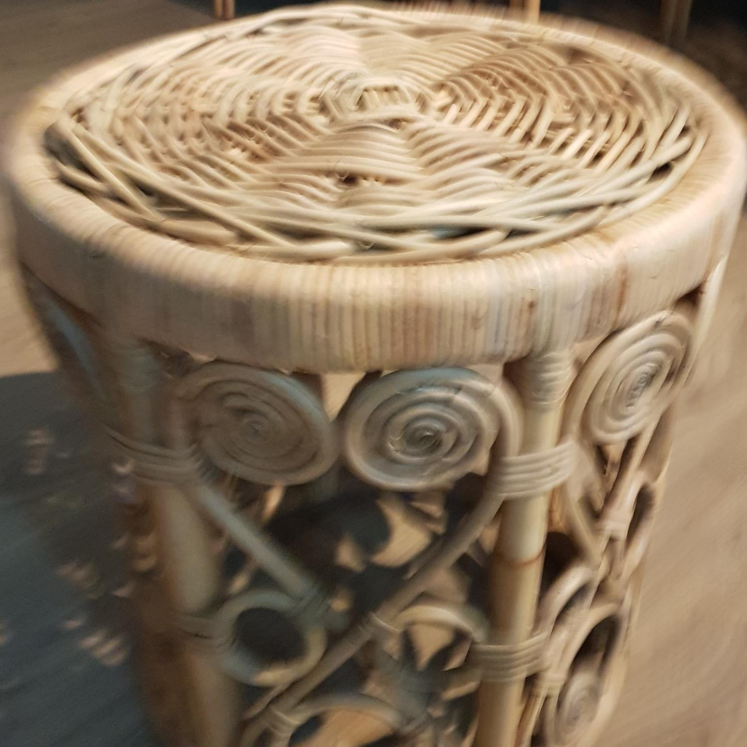 peacock stool stand