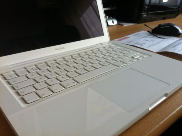 MacbookWhite A1342 , Core2duo , 4GB Ram, 256GB SSD, High Sierra , Ms Office