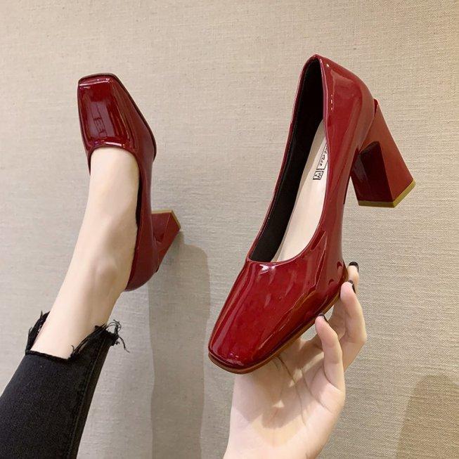 Giày Một Lớp Gót Vuông Giày Da Nhỏ Da Sơn Mài Đầu Vuông Cổ Điển Mẫu Mới Mùa Xuân 2021 Cho Nữ Giày Cao Gót Phối Váy Tiên Nữ giá rẻ