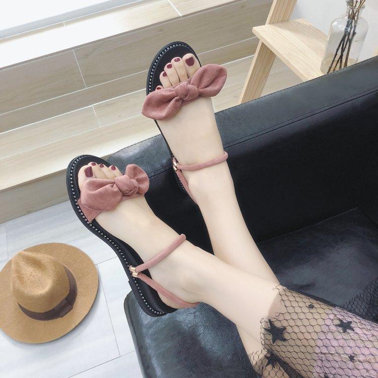 2019 model baru Sandal summer wanita peri angin musim panas liburan di tepi pantai sepatu Roman netral sol datar ukuran besar merah sandal sepatu wanita