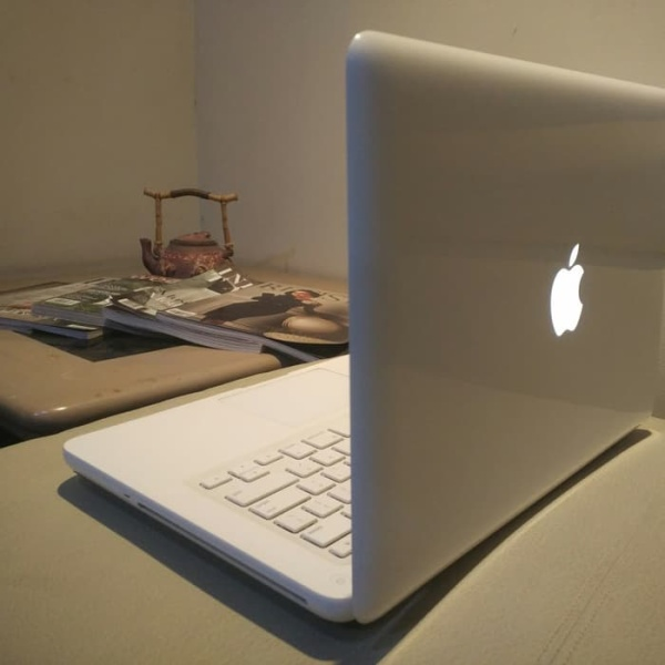 MacBookWhite core2duo, 4GB Ram 500GB Hard drive