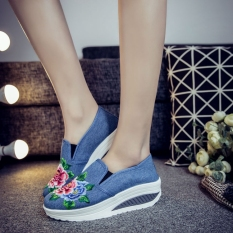 Female Models New Style Sports Version Of Flat Student Embroidered Shoes Light Denim Blue Shopping
