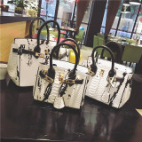 Discount Magazine Celebrity Inspired Contrasting Color Spell Color Women S Bag Platinum Package White Large 30 Inch