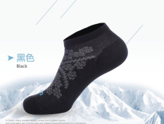 Low Price Santo Mountaineering Sports Moisture Wicking Short Tube Outdoor Socks 044 Black Female Models