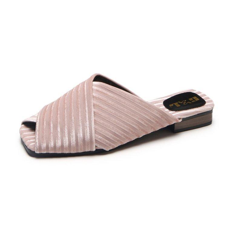 Sandal wanita 2019 model baru musim panas sol datar modis diluar ruangan Gaya Korea horizontal Gaya Hong Kong murid pakaian luar merah Model Sama sandal