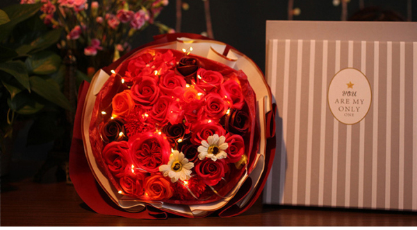 Valentines Day Flower Bouquet Roses with LED lights / Mothers Day / Proposal / Wedding Flowers / Graduation Flower / Well Wishes Flower / Home Decoration
