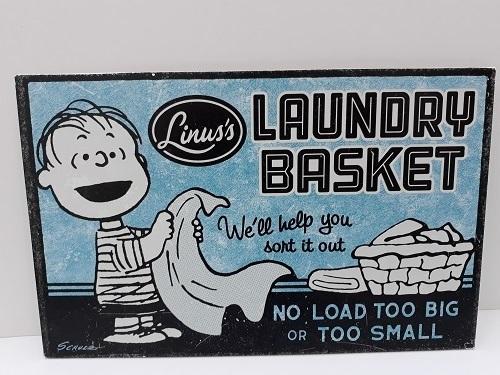 Hallmark Peanuts® metal sign - Laundry basket