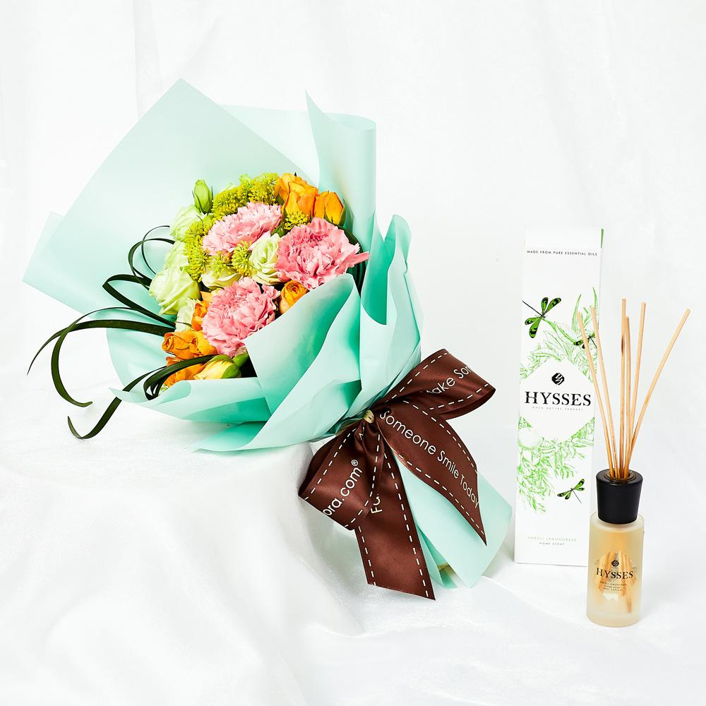 Mothers Day Flowers - Hysses Gift Bundle 3 Pink Carnations Hand Bouquet MDB28 FarEastFloracom